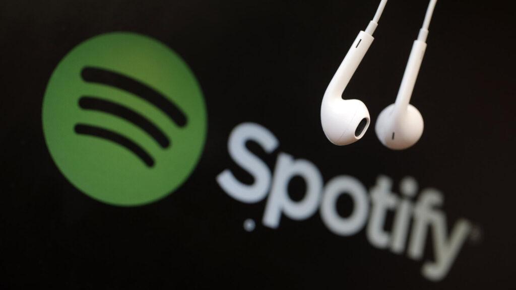 Acciones de Spotify caen hasta 7% tras lanzamiento de Apple One y Amazon Music