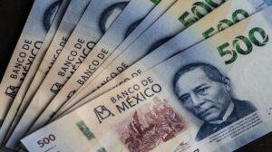 Peso mexicano cae tras anuncios de Fed y datos económicos en EU