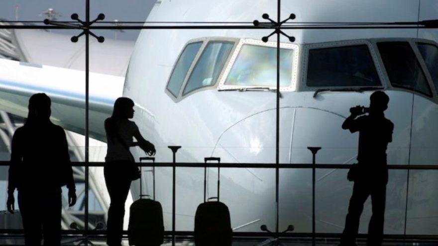 Piden eliminar impuestos aéreos