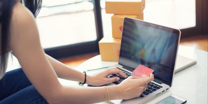 Comercio electrónico impulsa a minoristas
