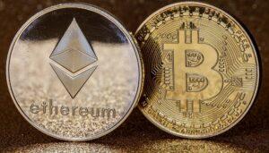 Bitcoin y ethereum ven importantes correcciones después de alcanzar nuevos récords