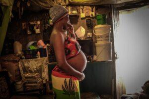 Lanzan seguro médico gratuito para embarazadas en Kenia