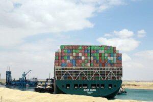 Bloqueo del Canal de Suez podría significar gran pérdida para reaseguradoras: Fitch Ratings
