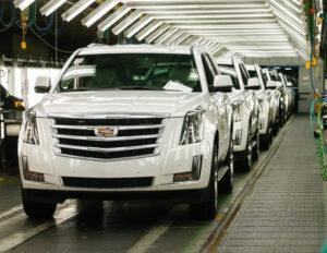 GM reduce producción en EU por escasez mundial de chips