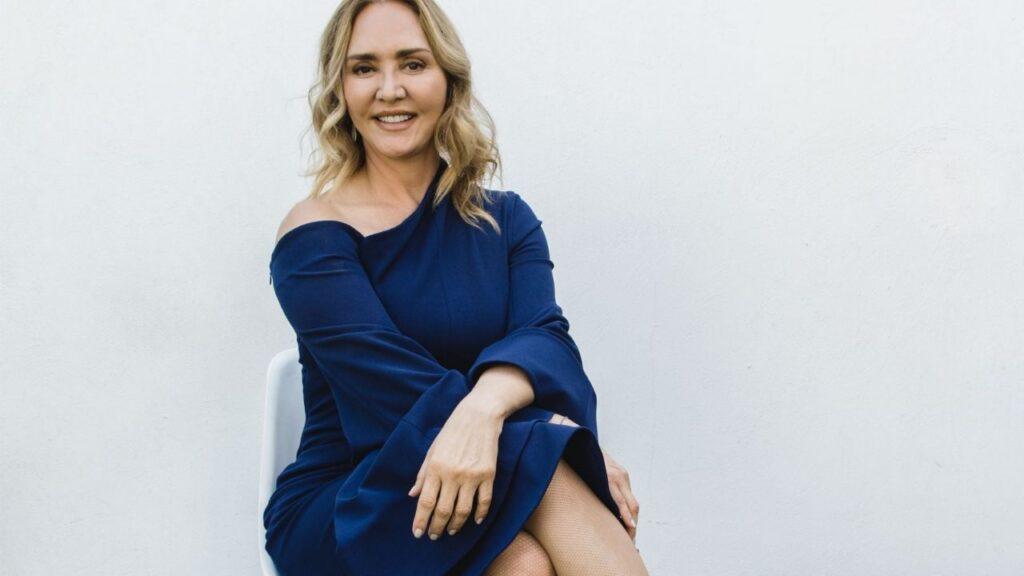 Habla Angélica Fuentes sobre gestión de empresas