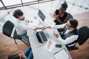 Especialistas de Banco Multiva analizan la tasa de desempleo en el país durante 2021.