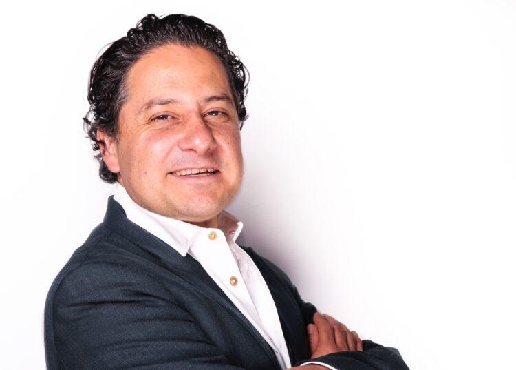 Ilustra el rostro de Luis Doporto Alejandre