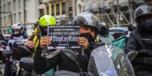 repartidores en España protestan por aplicación de Ley Rider